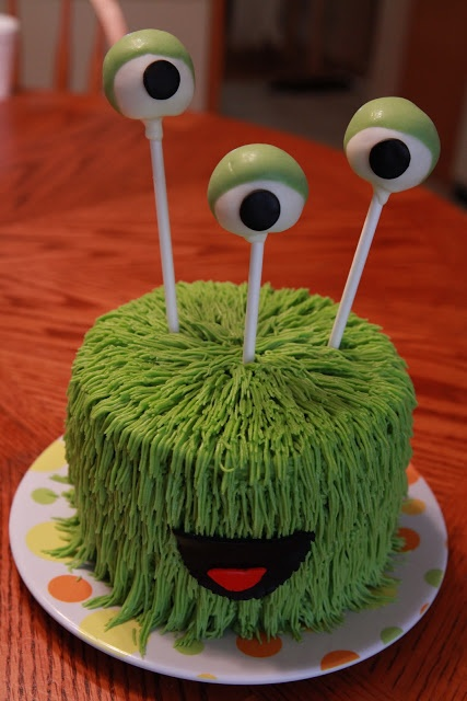 the cake box: Monster birthday cakes Amanda, do you know how to ice like this??