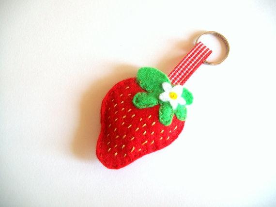 Felt strawberry keyring/ keychain by Craftaholicgr on Etsy