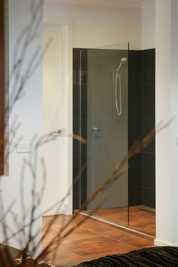 We have semi-frameless, framed and frameless shower screens available!  Melbourne, Victoria.