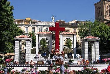 ¡Feliz Día de la Cruz a todos los granadinos de parte de todo el equipo de Oleaje Playa Granada!