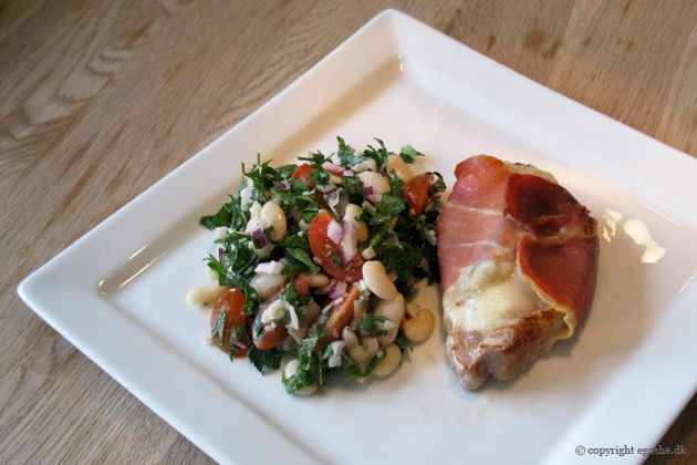 EGOSHE.dk - En madblog med South Beach opskrifter og andet godt...: Smagfuld bønnesalat med indpakkede koteletter