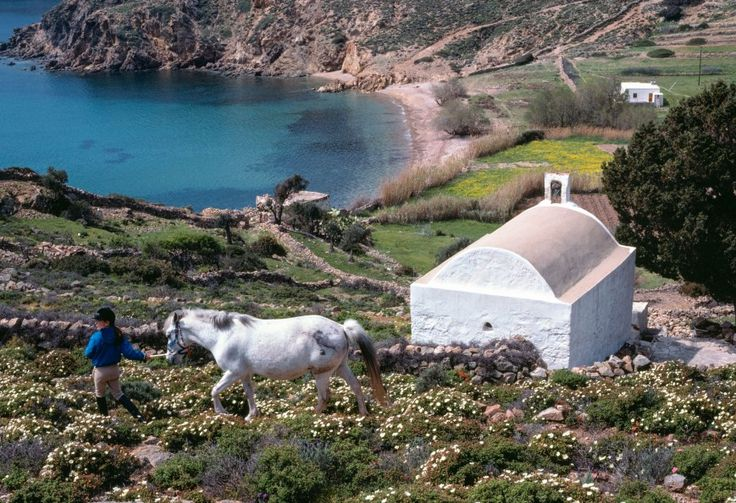 ΠΑΤΜΟΣ: Άνοιξη στο παλιό μονοπάτι για τον Γερανό Πηγή: www.lifo.gr