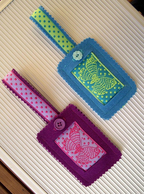 These luggage tags are made from ribbon and felt.