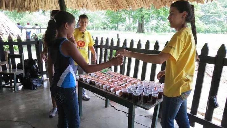 Los estudiantes de la escuela de la Hacienda Lusitania también disfrutaron un delicioso refrigerio.