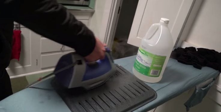 When it comes to household cleaning and other household tasks, there are few products that match the power of vinegar! Is there anything you can't do, vinegar?