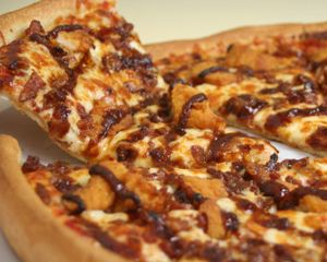 4 Ingredients Gluten Free recipe: BBQ Chicken Pizza (Super Bowl snack?)