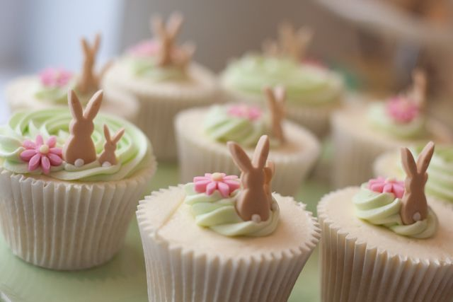 The most dainty little Easter Bunny cupcakes ever!  So cute!