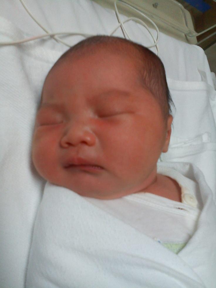 Putri Pertama dari Bpk. Niviko Sastra dan Ibu Anggun Lestari, yang bernama Samantha Regina Sastra, Lahir di Rumah Sakit Siloam Kebon Jeruk pada Tanggal 28 November 2012 pukul 04.00 P.M