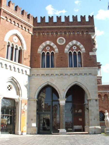 Castelletto-Genova   Castello D'Albertis. Museo delle Culture del Mondo Liguria