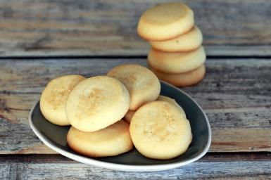 Incredible Melt Away Butter Cookies: Meltaway butter cookies melt in your mouth.