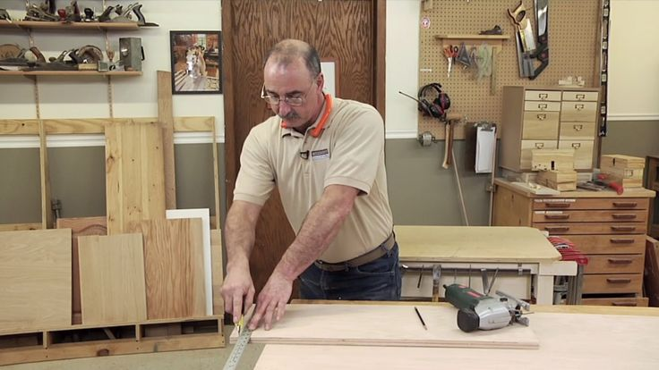 George Vondriska provides essential tips and techniques for reducing chipping while crosscutting plywood.