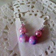 Bijoux fantaisie : boucles d'oreille perle marbrée bleu/rose/blanc et perles roses@laboutiquedenath