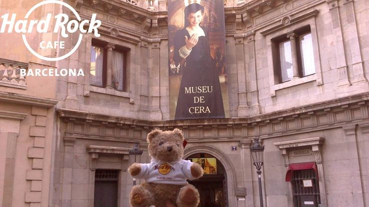 Today Jordi Rocks is heading towards the wax museum! Have you been?