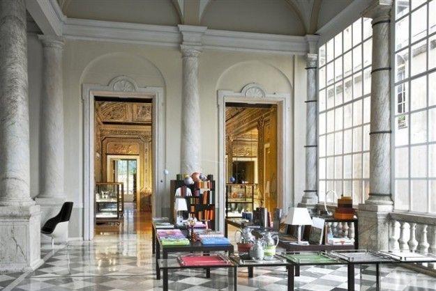 Negozio di design, dettaglio interni a Genova