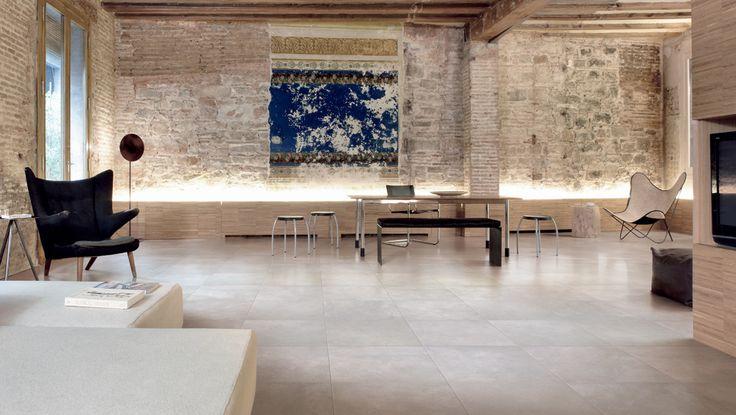 Pozorováním průmyslových a metropolitních oblastí došlo k vytvoření kolekce GRAFFITTI, která interpretuje cement na porcelánových dlaždicích, univerzální materiál s vynikajícími technickými a estetickými vlastnostmi. Monochromatická keramika odráží tón zdrojového materiálu a specifický povrch vytváří příjemně nepravidelné prostředí s minimalistickým vzhledem. Vhodná do interiéru. http://www.maag-czech.cz/obklady-a-dlazby/interier/graffitti/
