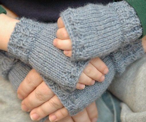 Gloves Knitting Pattern Pinterest : Knitting patterns, Fingerless mitts and Fingerless mittens on Pinterest