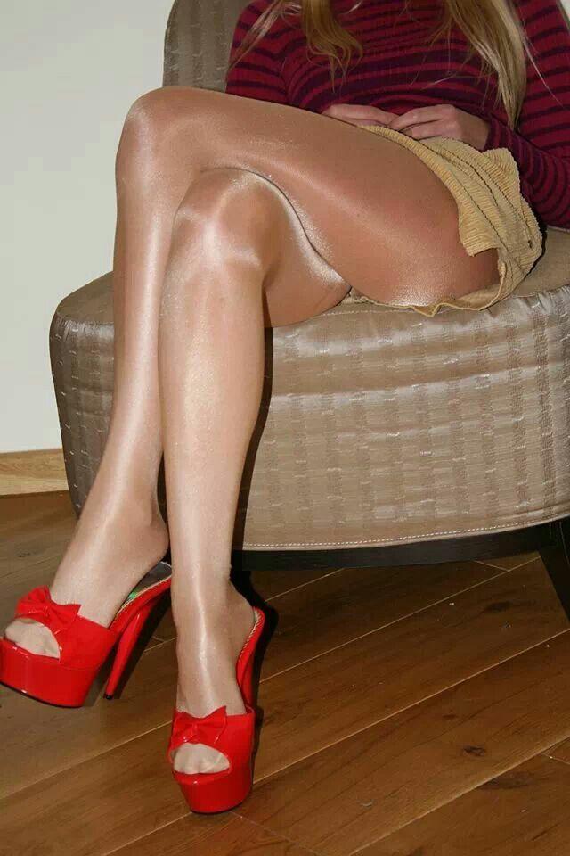 Shiny nylons and shiny pantyhose