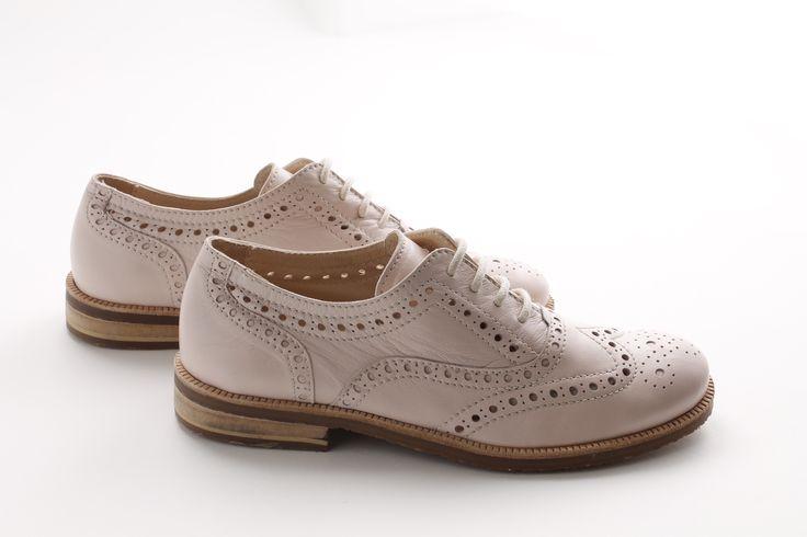 Un'idea precisa di eleganza, modello sofisticato, pink version della Oxford classic shoes. #Fashiongirl #Fashionista #lookoftheday #chassures #awesome #shoponline #socute #mammefashion