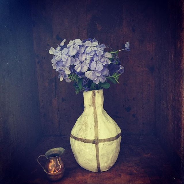 Vase & Flowers to begin your Monday 💜