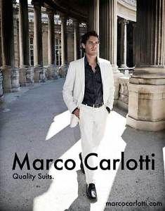 Haxo Herren: Mehr Geld als Geschmack. Weißer Anzug zu buntem Hemd.