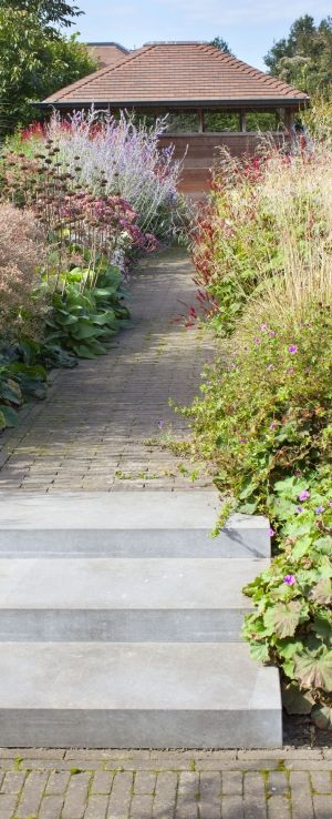 25 beste idee n over tuinpaden op pinterest paden tuinpad en grind pad - Kleine tuin zen buiten ...