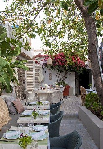 The Giri Café, een stylish restaurant met schitterende kruidentuin in #ibiza More