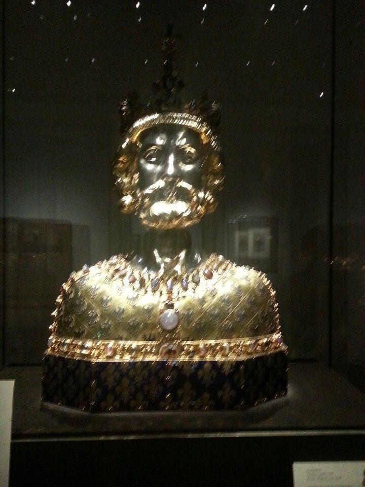 Lern about Karl den Großen and see his greatest treasures!   Domschatzkammer in Aachen, Nordrhein-Westfalen