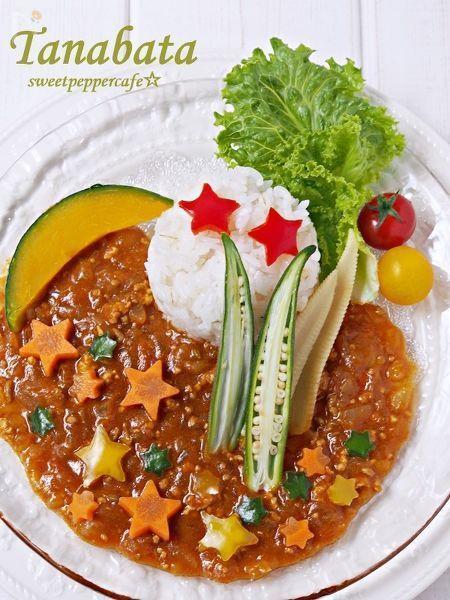 いつものキーマカレーを七夕仕様に。野菜のキラキラ星とかぼちゃの月。