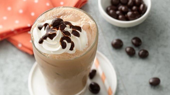 In just 5 minutes, turn your coffee into a creamy and chocolaty mocha drink with Yoplait Greek yogurt.