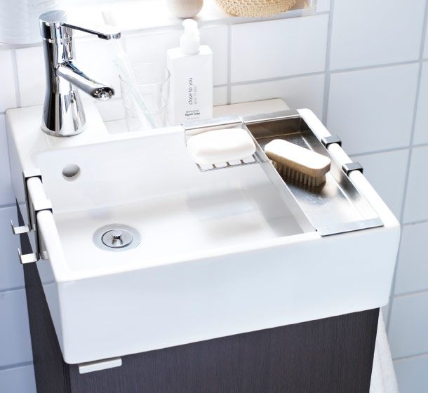 Everything you need to wash-up and get ready can fit even in the smallest bathroom. It just takes a few good ideas, like LILLÅNGEN sink. It has towel hangers, a soap dish, tray and ledge along the back for extra storage.