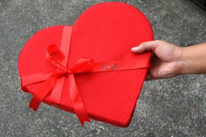 valentinstagsgeschenk rotes herz kiste