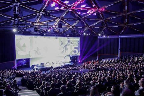 Event Hall 10 is in 2015 gerenoveerd en omgevormd tot een black box voor de meest uiteenlopende evenementen, van een eenvoudige presentatie tot een prestigieus galadiner. #eventhall #congress #seminaries #galadinner #eventprofs #meetingprofs #evedeso #eventdesignsource - posted by Venues Online https://www.instagram.com/venuesonline. See more Event Designs at http://Evedeso.com
