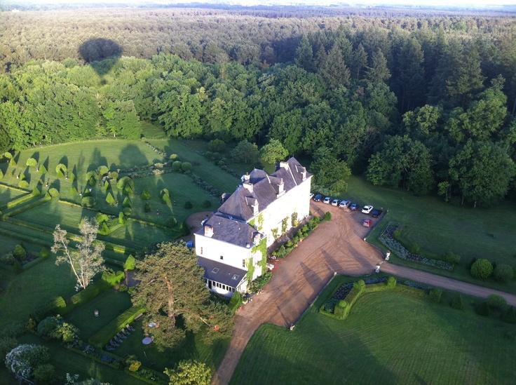 Vue du #chateau en #montgolfiere ! #anjou #douceurangevine   http://www.chateauchambiers.com/home/localisation-itineraires-maison-hotes-durtal-angers/