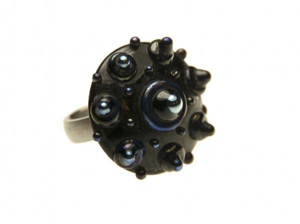 SaZjewelry.nl - Ringtop Zeeuwse Knop Glas Zwart - BlauwRingtop Zeeuwse knoop glas handgemaakt van hele mooie kwaliteit, erg uniek.Ontwerp Cora van der Peijl