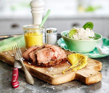 Smakrik festmåltid med kalventrecôte som ugnssteks till fin rosa färg och som serveras med exotiska tillbehör. Den lena majskrämen och det lättlagade kokosriset sätter smaklökarna i brand.