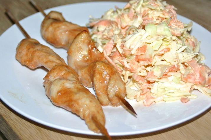 BBQ-kyllingespyd og coleslaw