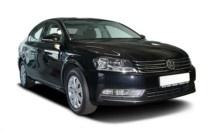 Der Volkswagen Passat zählt zu den Bestsellern in der Mittelklasse. Der Passat verfügt über ein Platzangebot, das keinen Vergleich mit einer Mercedes-Benz E-Klasse scheuen muss.