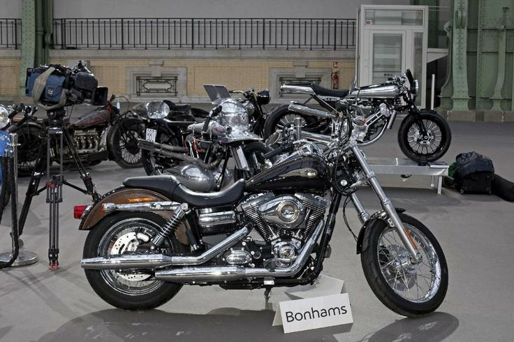 Pope's Harley-Davidson fetches 5X what expected@ an Auction due to it's previous owner!!This '13 Dyna Super Glide custom A 1,578cc H-D{owned&donated by *Pope Francis(signed Fransisco) for charity for a soup kitchen was sold for 241,500 Euros(*$327K in American dollars} to an unspecified owner{by request} will benefit Caritas Roma by this unidentified telephone buyer far exceeded a presale price of $12k Euros{$16k}