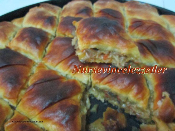 patlıcanlı börek, patlıcanlı muhacir böreği, arnavut böreği, börekler, nursevincelezzetler, patlıcan, börek, el açması börek tarifi,