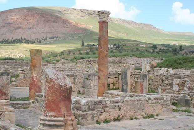 Tunesië-Bulla Regia. Bulla Regia is een stad vol perfect bewaard gebleven Romeinse villa's. Vooral de mozaïekvloeren zijn nog in goede staat. Wat heel prettig is, is dat de meeste ondergronds gebouwd zijn om aan de drukkende hitte te ontsnappen.