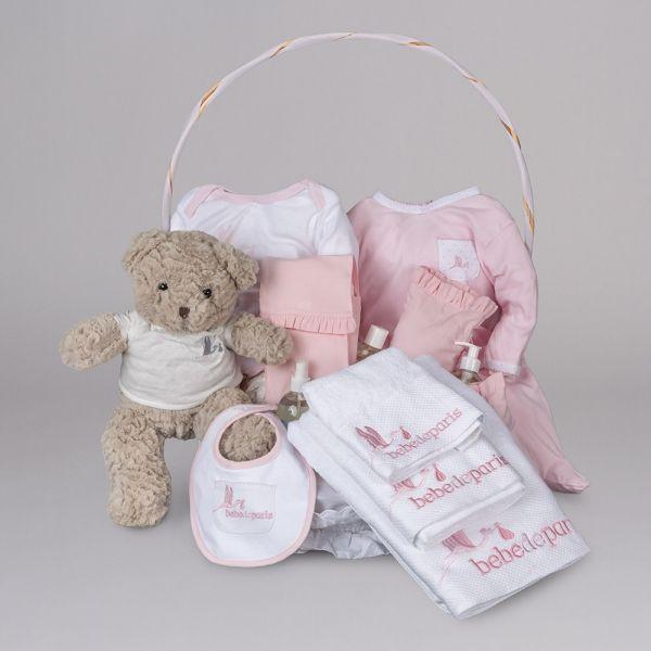 Spa Bebé Plena. Estupenda cesta de regalo para bebés por su completo contenido. Especialmente pensada para los cuidados del recién nacido. La cesta Spa Plena contiene todo lo necesario para el baño. Incluye 13 artículos. #canastillas #regalos #babygifts #bebés