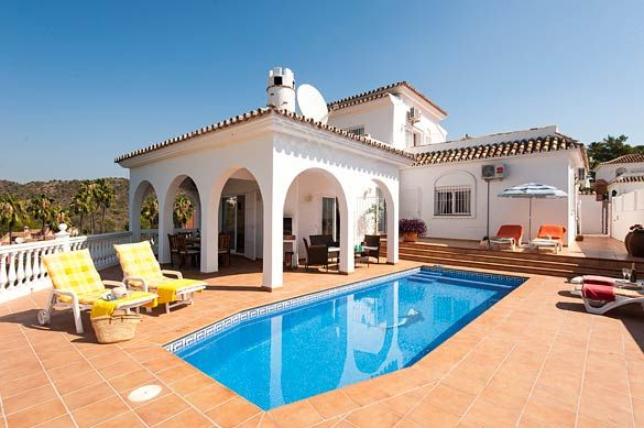 Villa Vista Sol, Calahonda, Costa del Sol, Spain. Find more at www.villaplus.com