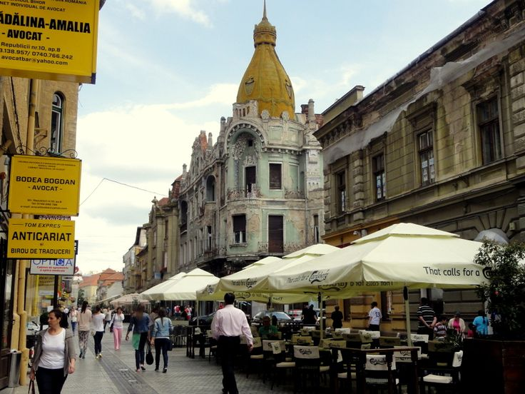 Calea Republicii, the main shopping street in Oradea.