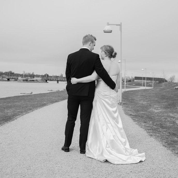 Ännu en svartvit bild med känsla och kärlek i sig. Denna bilden är från min första fotografering på ett brudpar och deras speciella dag. #photo #photos #photoshoot #photography #photoshooting #photosession #sweden #blackandwhite #sverige #foto #fotograf #fotosession #fotoshooting #fotografering #fotografchristiangunnarsson #svartvit #bröllop #bröllop2017 #bröllopsklänning #bröllop2017 #brollopsfotograf #kärlek #love #forever #foreverlove…