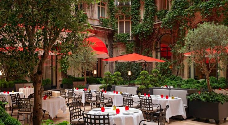 Hotel Plaza Athenee Paris - 19 of 36