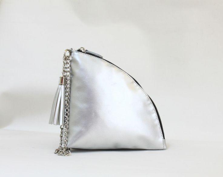 Zoey quarter clutch bag #clutchbag #taspesta #handbag #clutchpesta #fauxleather #leather #kulit #fashionable #stylish #trend #colors #silver Kindly visit our website : www.bagquire.com