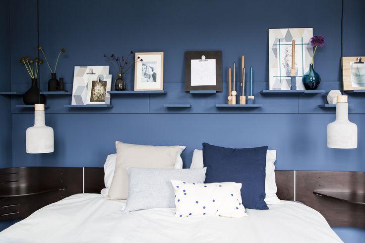 KARWEI | Aflevering 8: De kleur blauw is een koele kleur die kalmeert. Ideaal dus voor de slaapkamer. #karwei #vtwonen #doehetzelf #diy #slaapkamer #blauw