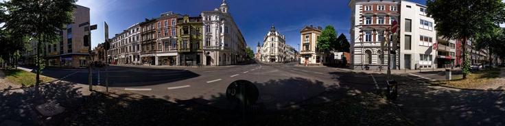 Fünf Straßen zum berühmten Frankenberger Viertel in Aachen treffen sich an dieser Kreuzung. Hier kann man alte Jugendstilhäuser und mehrbesichtigen und sich in den umliegenden Kneipen, Restaurants undBiergarten erholen. Banken, Friseur, Supermarkt, Bäckerei, etc. sind nicht weit entfernt.