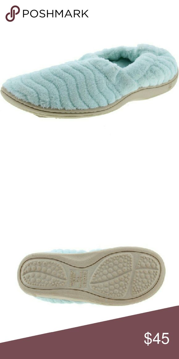 Acorn Slippers NEW Mint Green Size Small Acorn Slippers NEW Mint Green Plush Slip-On Slippers Size 5-6  Manufacturer:?Acorn  Size:?5-6 Medium ?Manufacturer Color:?Mint Retail:$59.06 Condition:?New with box Style Type:?Slipper  Shoe Width:?Medium (B, M) Heel Height:?3/4 Inches Platform Height:?1/4 Inches Closure:Slip On Material:Unknown Fabric Type:Plush Specialty Acorn Shoes Slippers