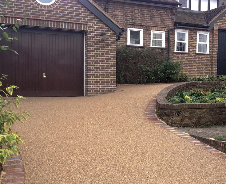 Clearstone Resin Bound Gravel. Naturally sourced stone set in resin. No loose stops, so perfect for a sloping drive